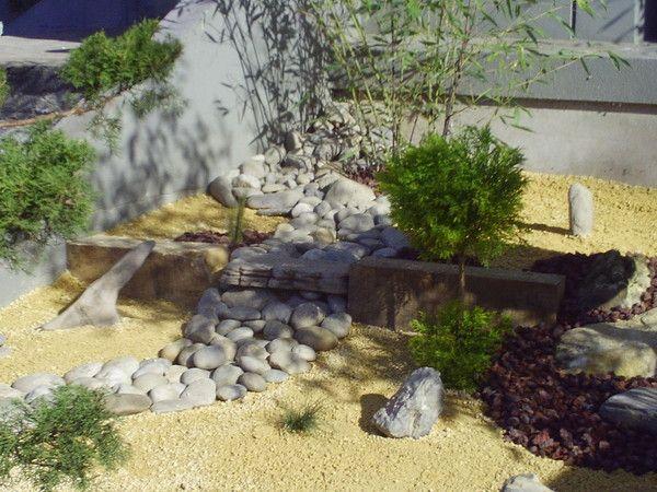 Jardin zen entr e centre d 39 affaires eybens for Entree jardin zen
